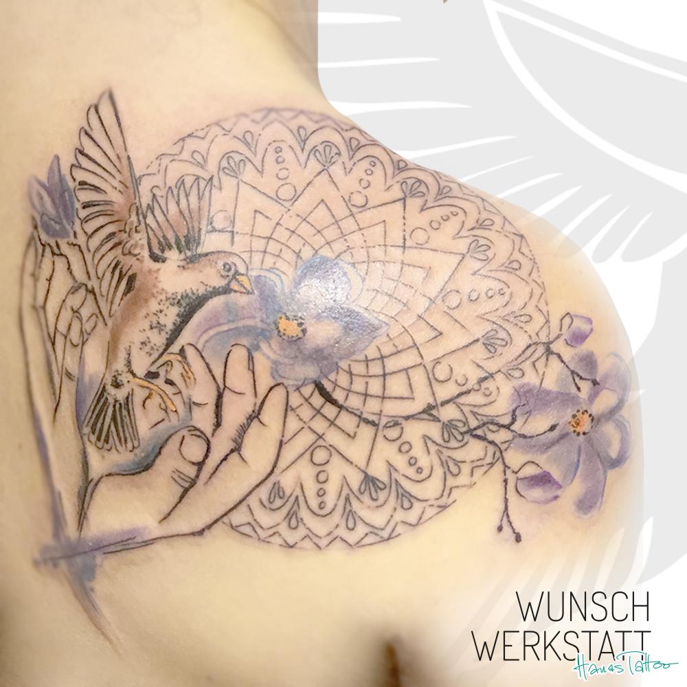 Vogel und Hände Tattoo