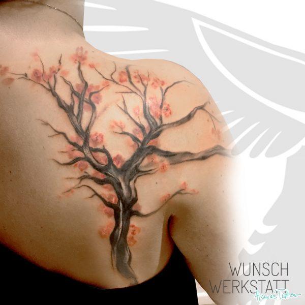 """""""Ein Baum spiegelt das Sein. Er wandelt sich. Verändert stellt er sich selbst wieder her. Und bleibt immer der gleiche."""""""
