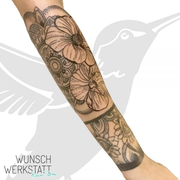 Mandala Tattoo Unterarm Dotwork Blumen Henna