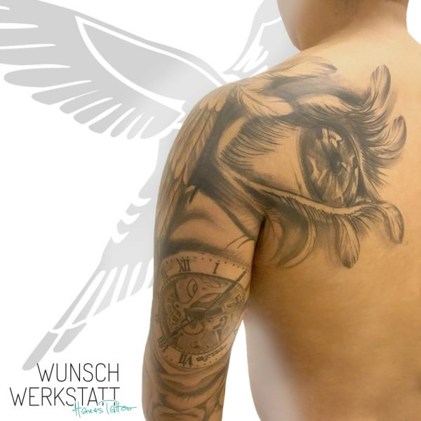 Tattoo Uhr Auge mit Federn