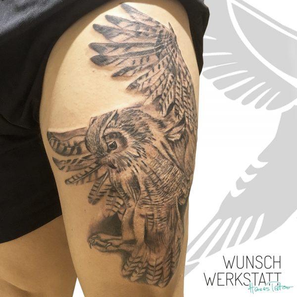 Wunschwerkstatt Tattoo Eule fliegend Oberschenkel