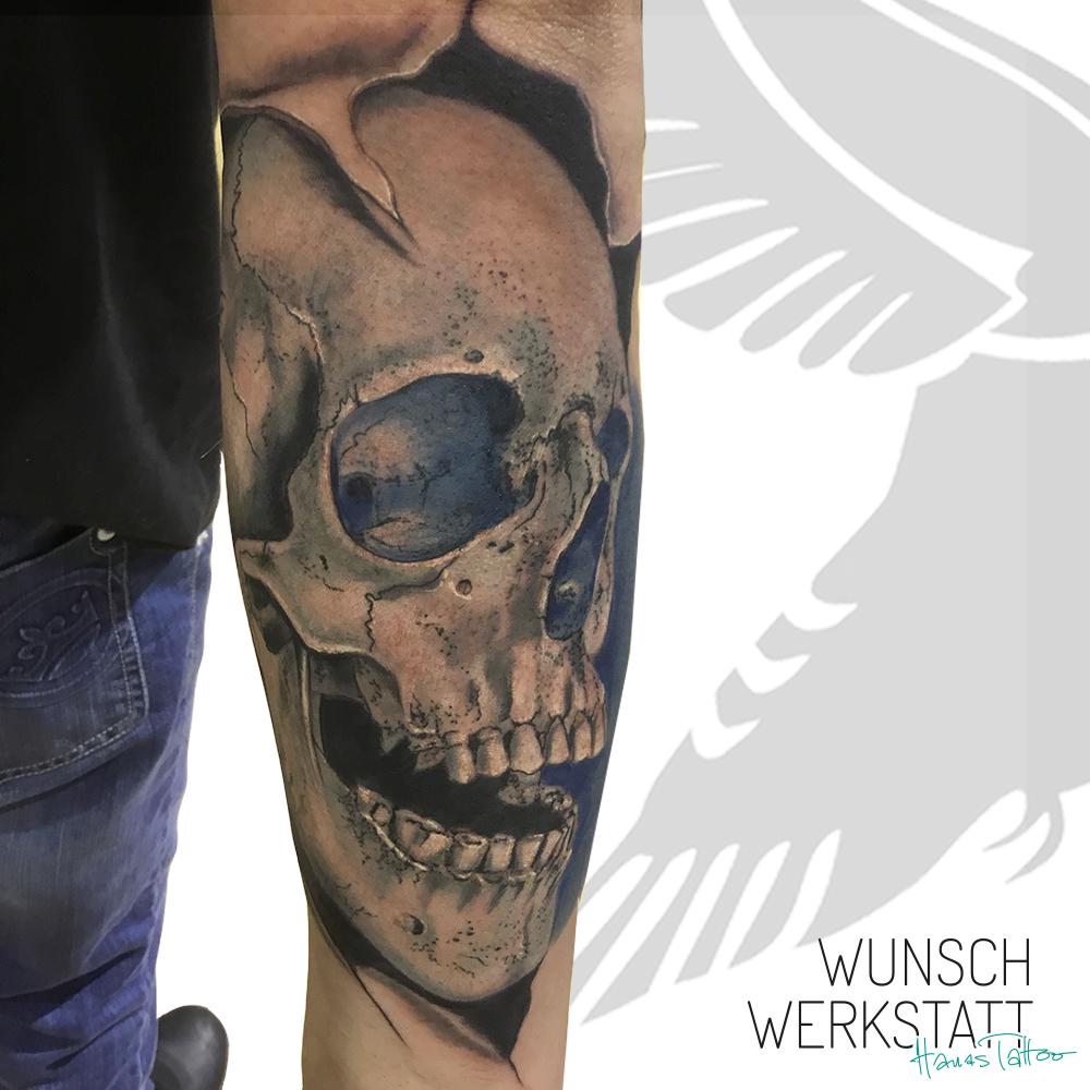 Schädel Tattoo dreidimensional 3D Unterarm