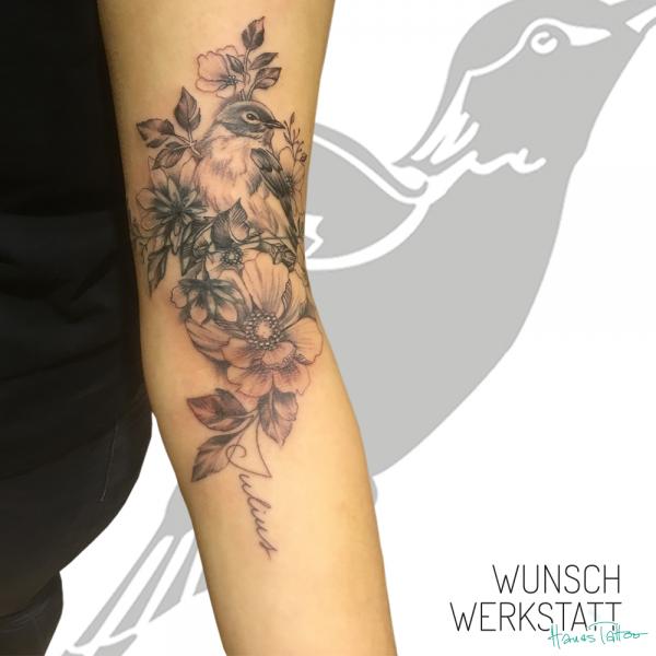 Hanas Tattoo Bleistift Zeichnung Vogel Blumen