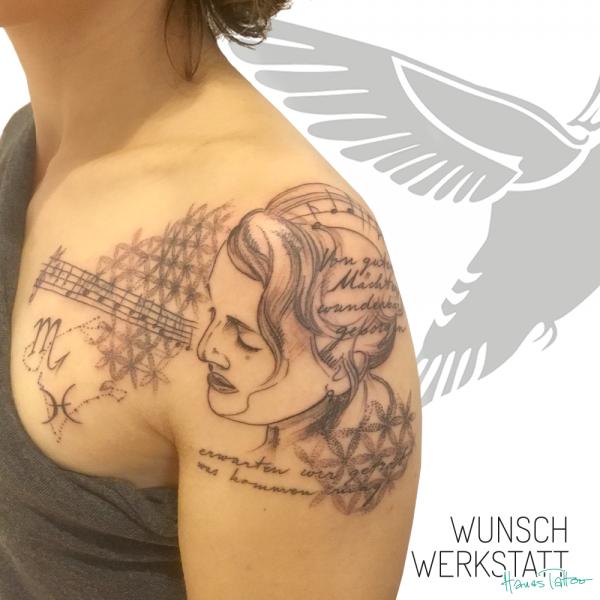 Tattoo Hanas Wunschwerkstatt Schulter Lebensblume Frau