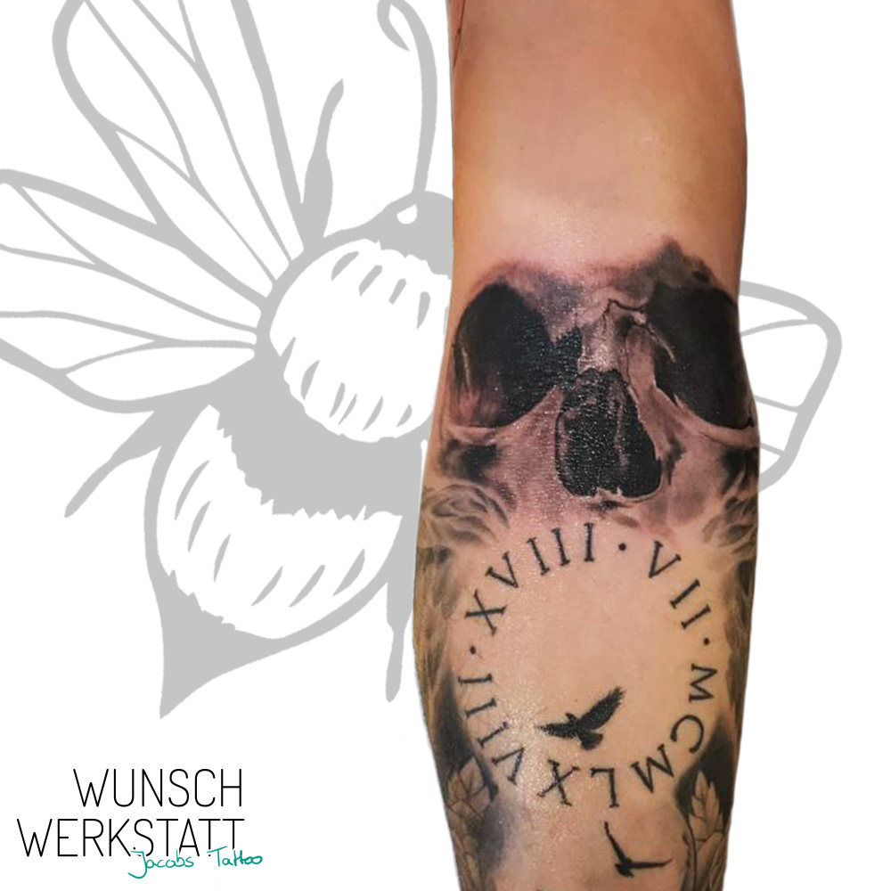 Wunschwerkstatt Jacobs Tattoo Unterarm Totenkopf Uhr