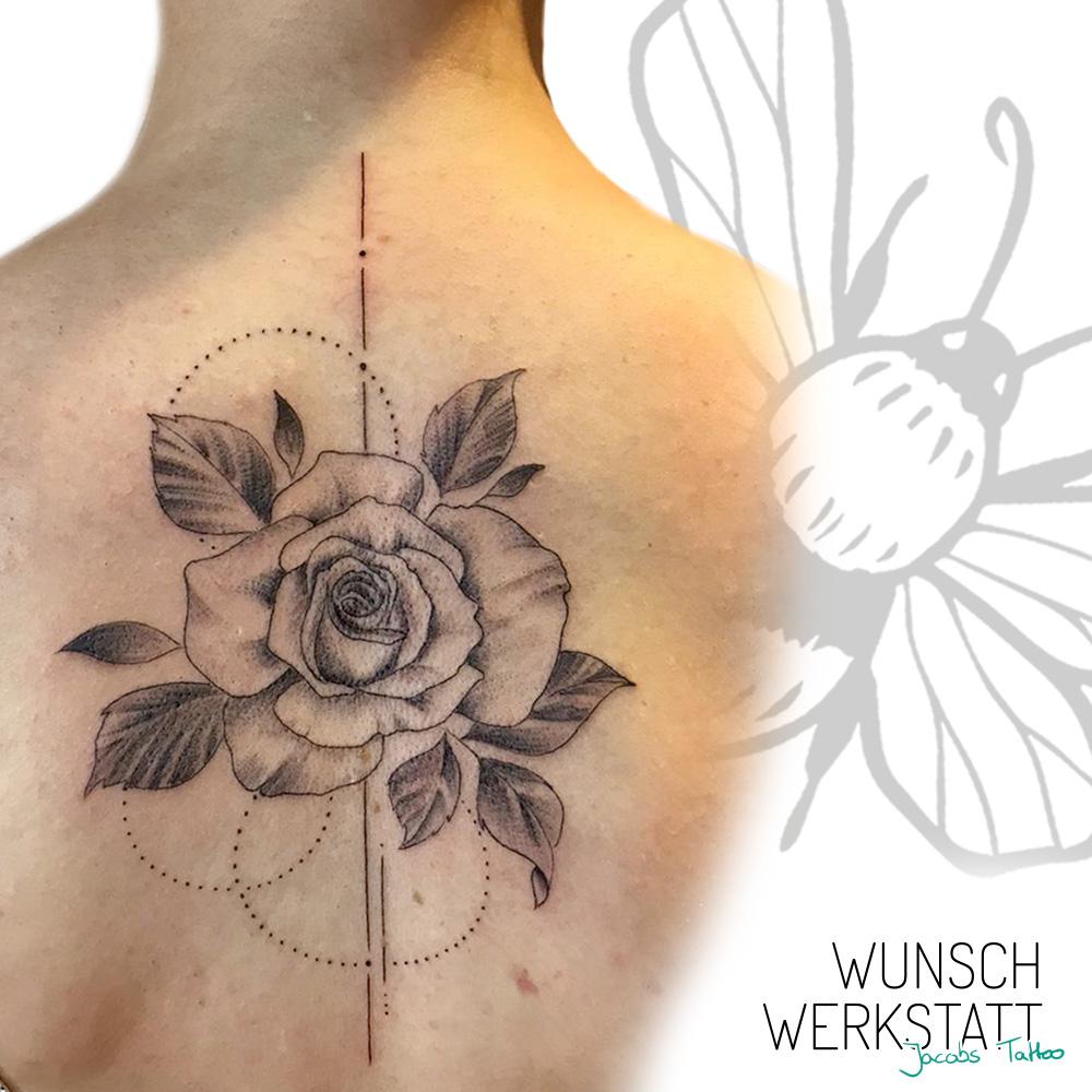Rose und Geometrie Rücken Tattoo Jacob Wunschwerkstatt Würzburg Tattoo